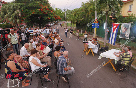 Dozens of people participate in a Discussion Assembly, in a neighborhood of Havana, Cuba, 13 August 2018. Among tributes to the deceased former President Fidel Castro on his posthumous birthday, Cuba opened the process of popular consultation of its new Constitution with the first meetings of citizens who for three months will propose changes in the text, which was preliminarily approved by Parliament.