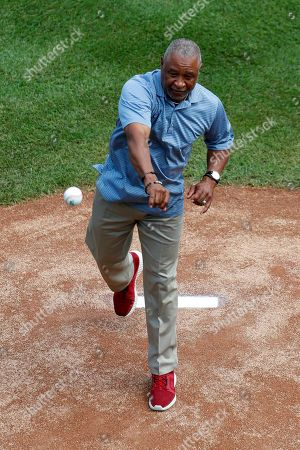 Ozzie Smith, Eddie Murray. Baseball Hall of Famer Ozzie Smith throws out a ceremonial first pitch during the opening ceremony of the 2018 Little League World Series tournament in South Williamsport, Pa