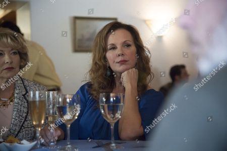 Stock Photo of Catherine Carlen as Deeanna, Elizabeth Perkins as Jackie O'Neill