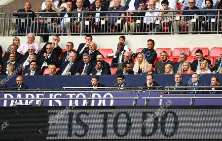 Fulham CEO Alistair Mackintosh alongside Vice-Chairman Tony Khan as former players Ledley King and Mido look on
