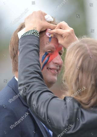 Ed Chamberlin, ITV presenter has make up removed after a pre-race stunt.