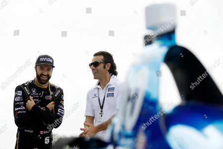 James Hinchcliffe, Dario Franchitti. James Hinchcliffe, left, and Dario Franchitti talk before a practice session for Sunday's IndyCar series auto race, in Long Pond, Pa