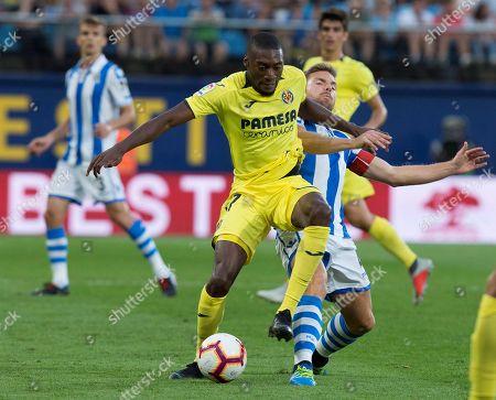 Villarreal's Karl Toko Ekambi (L) vies for the ball with Real Sociedad's Asier Illarramendi (L) during the Spanish Primera Division soccer match between Villarreal and Real Sociedad at the Ceramica Stadium, in Villarreal, Spain, 18 August 2018.