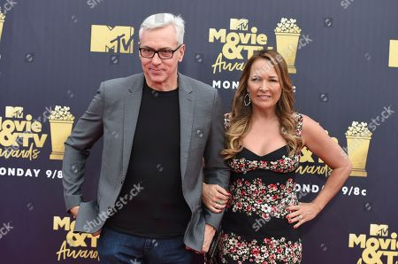 Dr. Drew Pinsky, left, and Susan Pinsky arrive at the MTV Movie and TV Awards at the Barker Hangar, in Santa Monica, Calif