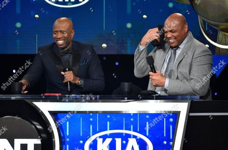 Kenny Smith, left, and Charles Barkley speak at the NBA Awards, at the Barker Hangar in Santa Monica, Calif