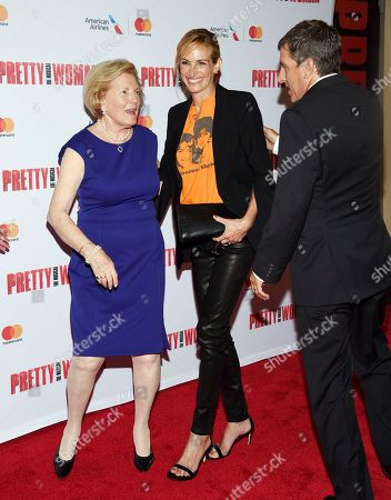 """Late director Garry Marshall's wife Barbara Marshall, left, and son Scott Marshall greet actress Julia Roberts at a Garry Marshall tribute performance of """"Pretty Woman: The Musical"""" at The Nederlander Theatre, in New York"""