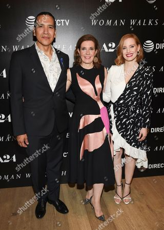 """Director Susanna White, center, poses with actors Michael Greyeyes, left, and Jessica Chastain at a special screening of """"Woman Walks Ahead"""" at The Whitby Hotel on in New York"""