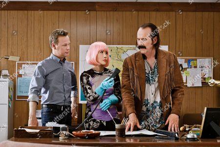 Johan Glans as Axel, Vivian Bang as Sun, Peter Stormare as Ingmar