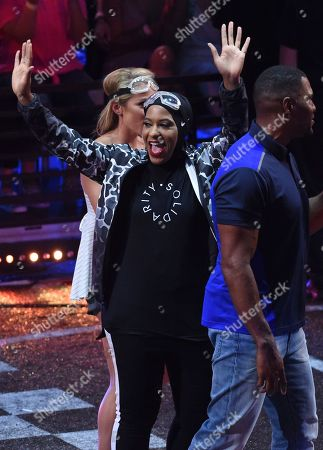 Fencer Ibtihaj Muhammad waves with Former NFL player Michael Strahan, and Skier Mikaela Shiffrin as they participate in the shake & break challenge at the Kids' Choice Sports Awards at the Barker Hangar, in Santa Monica, Calif