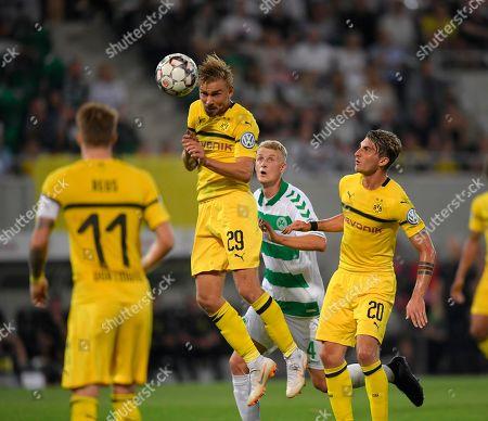 20.08.2018, Football DFB Pokal 2018/2019, 1. round, SpVgg Greuther Fuerth - Borussia Dortmund, Sportpark Ronhof in Fuerth.   Marcel Schmelzer (li, Dortmund) header. re: Maximilian Philipp (Dortmund).