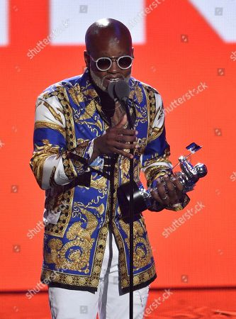 """Willy William accepts the award for best latin video for """"Mi Gente"""" at the MTV Video Music Awards at Radio City Music Hall, in New York"""