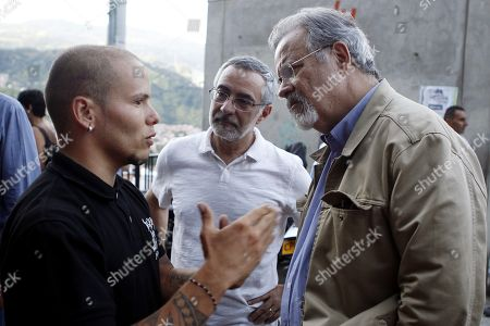 Minister of Public Security of Brazil Raul Jungmann (R) and the Brazilian Ambassador in Colombia Julio Bitelli (C) talk with an artist during a visit to the 13th commune of Medellin, Colombia, 20 August 2018. Jungmann makes an official visit to Colombia to examine how the country is confronting violence through social projects.