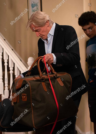 Ep 9545 Monday 27th August 2018 - 2nd Ep Ken Barlow, as played by William Roache, brings Simon Barlow, as played by Alex Bain, back from Cornwall for his sentencing tomorrow. Simon's mood darkens further when he receives a threatening text welcoming him home.