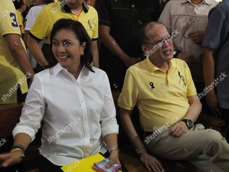 "Former Philippine President Benigno ""Noynoy"" Aquino with Vice President Leni Robredo seen talking to their supporters."