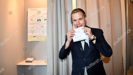 Swedish Green Party leader Gustav Fridolin casts his vote in advance, at the Central staton in Malmo, southern Sweden, 22 August 2018. General elections will be held in Sweden on September 09.