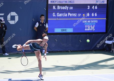 Georgina García Pérez from Spain beats Great Britain's Naomi Broady in and Qualifying round