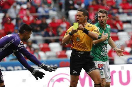 The central referee shows a yellow card to Toluca's goalkeeper Alfredo Talavera (L) during the Apetura Tournament soccer game between Toluca and Leon at the Nemesio Diez Stadium in Toluca, Mexico, 26 August 2018.