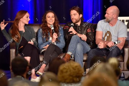 Sophie Skelton, Richard Rankin, Lotte Verbeek, Graham McTavish. Lotte Verbeek, from left, Sophie Skelton, Richard Rankin and Graham McTavish speak on Day 3 at Wizard World Comic-Con at the Donald E Stephens Convention Center, in Rosemont, Ill