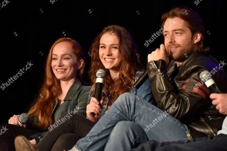 Sophie Skelton, Richard Rankin, Lotte Verbeek. Lotte Verbeek, from left, Sophie Skelton and Richard Rankin speak during Day 3 at Wizard World Comic-Con at the Donald E Stephens Convention Center, in Rosemont, Ill
