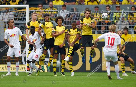Dortmund, Germany, 1. Football - BL,  1.  match day, Borussia Dortmund : RB Leipzig 4-126.08.2018   Signal-Iduna Park in Dortmund Yussuf POULSEN (RBL), Jean-Kevin AUGUSTIN (RBL), Marco REUS (BVB) , Mahmoud DAHOUD (BVB) ,Axel WITSEL (BVB) Abdou-Lakhad DIALLO (BVB) Maximilian  PHILIPP (BVB) ,Emil FORSBERG (RBL)  and Marcel SCHMELZER (BVB) v.n.- GemÂ?§ den Vorgaben DFL German Football Liga ist es untersagt, in dem stadium und/oder vom Spiel angefertigte Fotoaufnahmen in Form of  Sequenzern und/oder videoÂ?hnlichen Fotostrecken zu verwerten bzw. verwerten zu lassen.