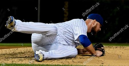 Chicago Cubs starting pitcher Jon Lester catches a ball hit by New York Mets' Jose Reyes during the sixth inning of a baseball game on Monday, Aug, 27, 2018, in Chicago