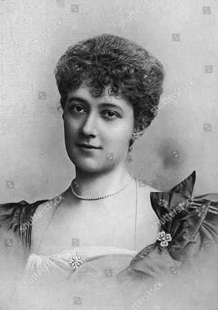 Minnie Gertrude Ellis Jeffreys (12 May 1868 - 21 January 1943) English Actress Born in Colombo (sri Lanka) the Daughter of Captain Dodsworth Jeffreys. Performed with the D'oyly Carte Opera Company Making Her Debut in 1889. Jeffreys Married the Diplomat Frederick Graham Curzon (a Son of the 3rd Earl Howe) From 1894 to 1903 Which Ended in Divorce and Later the Actor Herbert Sleath Skelton. with Curzon She Had Two Children Evelyn Ellis Isabella Curzon-howe and the Actor George Curzon. . Photograph by Lafayette in the Lady's Realm, 1904