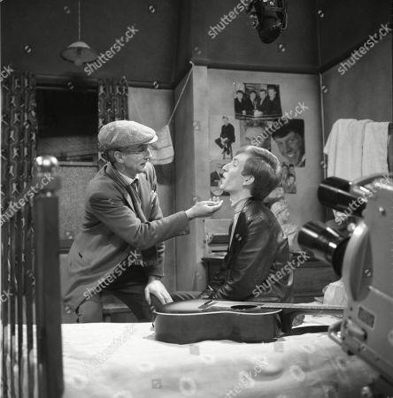 Glenn Melvyn (as Photographer) and Christopher Sandford (as Walter Potts)