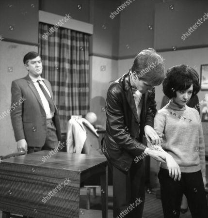 Ivan Beavis (as Harry Hewitt), Christopher Sandford (as Walter Potts) and Jennifer Moss (as Lucille Hewitt)