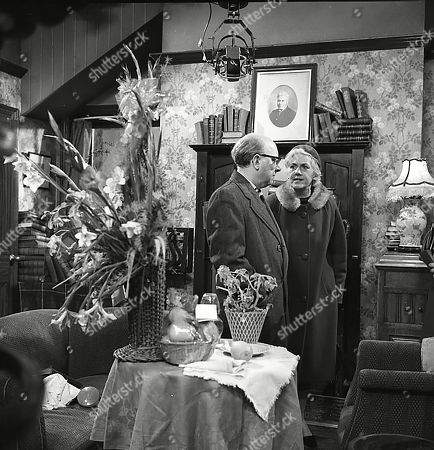 Arthur Lowe (as Leonard Swindley) and Anne Dyson (as Hilda Barnett)