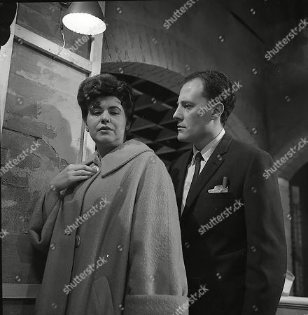 Pat Phoenix (as Elsie Tanner) and Stanley Meadows (as Laurie Frazer)