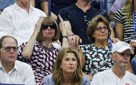 Anna Wintour reacts alongside Lynette Federer from Roger Federer's Player's Box.