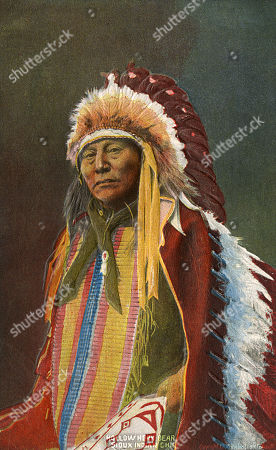 scenes,headdress,feathered,feather,feathers,traditional
