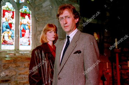 'Wycliffe'   TV SERIES 1 Episode 2 - The Dead Flautist Picture shows - Jeremy Clyde as Sir Hugh Bottrell and Helen Masters as D.I. Lucy Lane