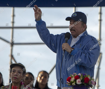c1d70bed866 Nicaraguan President Daniel Ortega (R) and his wife and Vice President  Rosario Murillo (