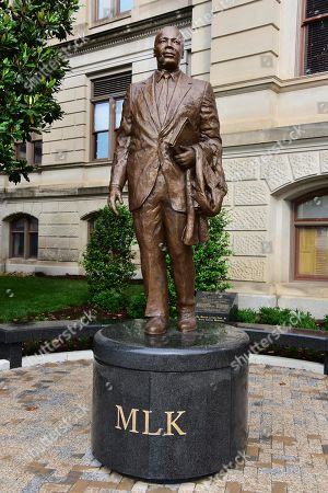 Statue of Dr. Martin Luther King, sculptor Martin Dave, Atlanta, Georgia, USA