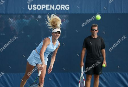 Katie Boulter practices as her coach Jeremy Bates looks on