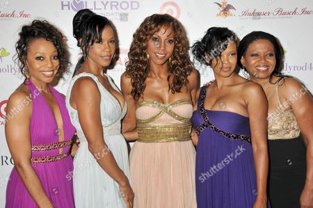 Holly Robinson Peete (c) with Terry Ellis, Cindy Herron, Dawn Robinson and Maxine Jones of En Vogue