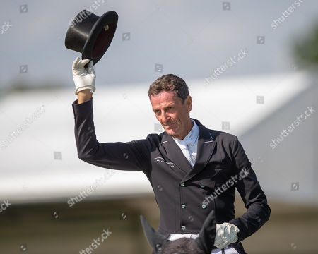 Mark Todd (NZL) riding Kiltubrid Rhapsody acknowledges the crowd applause on leaving the arena after his dressage test on day 2 of competition. The Land Rover Burghley Horse Trials. Burghley House, Stamford, Lincolnshire, Britain. 31st Aug 2018.