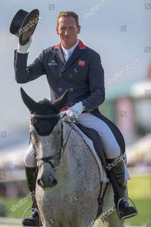 Oliver Townend (GBR) acknowledges the crowd applause after his dressage test on Ballaghmor Class.  Townend has all three horses in the top seven places going into the cross country phase.  The Land Rover Burghley Horse Trials. Burghley House, Stamford, Lincolnshire, Britain. 31st Aug 2018.