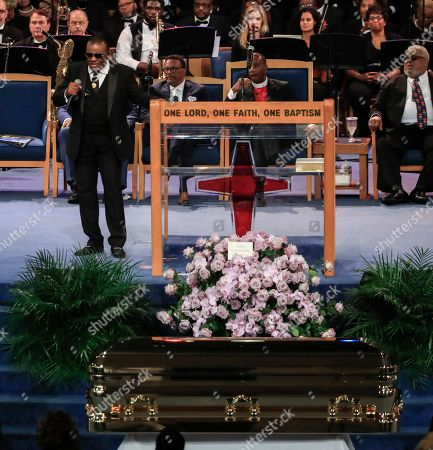 Ron Isley sings during the funeral service for US singer Aretha Franklin at the Greater Grace Temple in Detroit, Michigan, USA, 31 August 2018. Aretha Franklin, known as the Queen of Soul for recording hits such as RESPECT, Chain of Fools and many others, died 16 August 2018 from pancreatic cancer and will be buried in Woodlawn Cemetery on 31 August.
