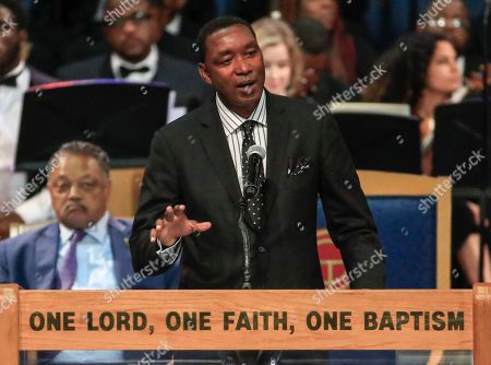 Former NBA star Isiah Thomas speaks during the funeral service for US singer Aretha Franklin at the Greater Grace Temple in Detroit, Michigan, USA, 31 August 2018. Aretha Franklin, known as the Queen of Soul for recording hits such as RESPECT, Chain of Fools and many others, died 16 August 2018 from pancreatic cancer and will be buried in Woodlawn Cemetery on 31 August.