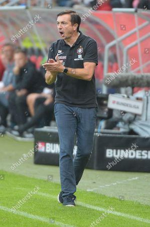 Feuert seine team an, Trainer Daniel Meyer (FC Erzgebirge Aue), FC Ingolstadt 04 - FC Erzgebirge Aue, Football, 2 Bundesliga, 31.08.2018 DFL REGULATIONS PROHIBIT ANY USE OF PHOTOGRAPHS AS IMAGE SEQUENCES AND/OR QUASI-VIDEO