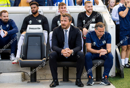 Fulham head coach Slavisa Jokanovic and his assistant Javier Pereira (r)