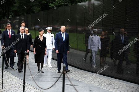 US Secretary of Defense James Mattis (2-L), General John Kelly (R), White House Chief of Staff and Cindy McCain (3-R), wife of late Senator John McCain, arrive to lay a ceremonial wreath honoring all whose lives were lost during the Vietnam War at the Vietnam Veterans Memorial in Washington D.C., 01 September 2018 after attending a  memorial service for John McCain.  John McCain died 25 August, 2018 from brain cancer at his ranch in Sedona, Arizona, USA. He was a veteran of the Vietnam War, served two terms in the US House of Representatives, and was elected to five terms in the US Senate. McCain also ran for president twice, and was the Republican nominee in 2008.