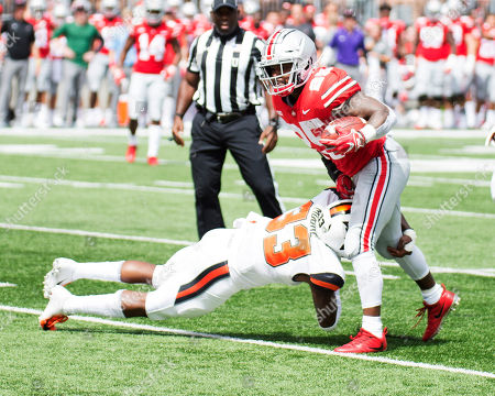 Ohio State Buckeyes running back Mike Weber (25) avoids Oregon State Beavers safety Jalen Moore (33) at the NCAA football game between the Oregon State Beavers & Ohio State Buckeyes at Ohio Stadium in Columbus, Ohio