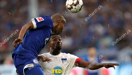 Schalke's Naldo (L) in action with Berlin's Salomon Kalou (R) during the German Bundesliga soccer match between FC Schalke 04 and Hertha BSC Berlin in Gelsenkirchen, Germany, 02 September 2018.