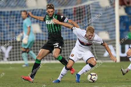 Sassuolo's Domenico Berardi (L) and Genoa's Oscar Hiljemark in action during the Italian Serie A soccer match between US Sassuolo and Genoa CFC at the Mapei stadium in Reggio Emilia, Italy, 02 September 2018.