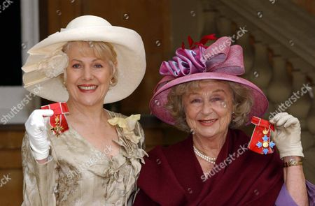 Lynn Redgrave At Buckingham Palace After Recieving Her Obe From The Queen. Pictured With Googie Withers & Her Cbe.