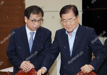 South Korean President Moon Jae-in's national security adviser Chung Eui-yong (R) talks with National Intelligence Service Director Suh Hoon (L) ahead of a meeting that Moon held with his security ministers at the presidential office Cheong Wa Dae in Seoul, South Korea, 04 September 2018. On 05 September Chung makes a one-day trip to Pyongyang in his capacity as Moon's special envoy for talks on setting the date for an agreed-upon summit between Moon and North Korean leader Kim Jong-un.