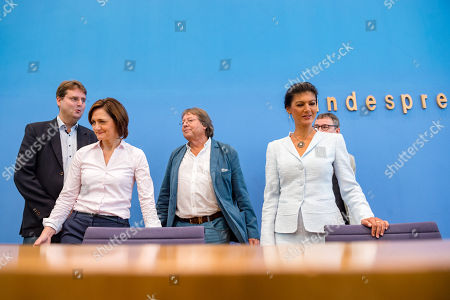 (L-R) Bernd Stegemann, author and dramatic adviser, Simone Lange, Mayoresse of Flensburg, Ludger Volmer, former chairman of The Greens party, Sahra Wagenknecht (R), chairwoman of the parliamentary group of The Left (Die Linke) party in the German 'Bundestag' parliament, and supporter Hans Albers, attend the founding press conference of the movement 'Get Up' (Aufstehen) in Berlin, Germany, 04 September 2018. 'Get up' aims at gathering supporters of different parties in a common movement and to promote campaigns for left-wing political goals.